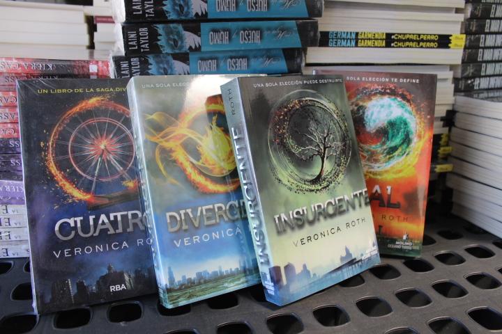 b483e71e5c la saga de divergente … los cuatro libros juntos … veronica roth …  divergente, insurgente, leal y cuatro