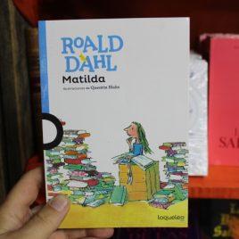 matilda … portada blanca … roald dahl … editorial loqueleo … 255 paginas