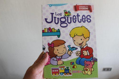 niños con stickers